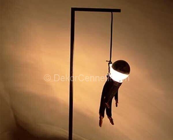 adam asmaca masa lambası