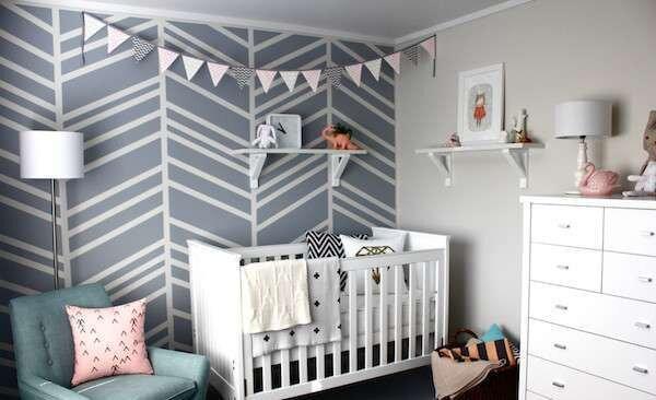 bebek-odasi-icin-rafli-kendin-yap-fikirleri