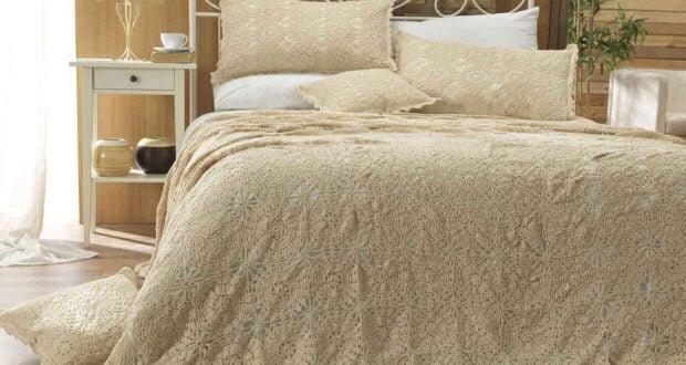 bej rengi el isi dantel yatak ortusu modeli