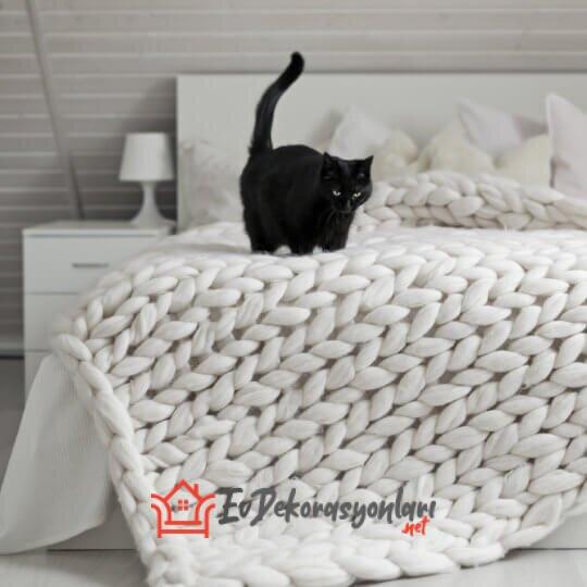 beyaz chunky dev orgu battaniye modeli
