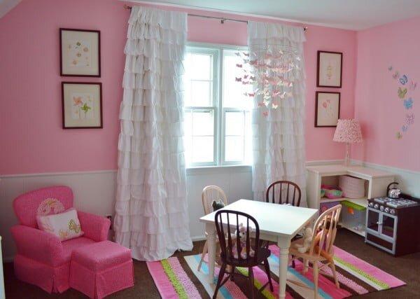 beyaz firfirli cocuk odasi perde modeli