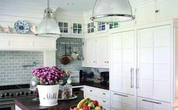 beyaz-kare-mutfak-dekorasyonu-ornekleri