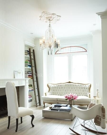 beyaz klasik salon dekorasyonu