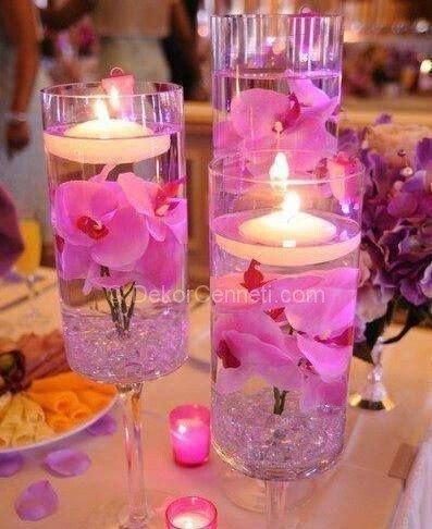 çiçeklerle ve kadehlerle mum dekorasyonu
