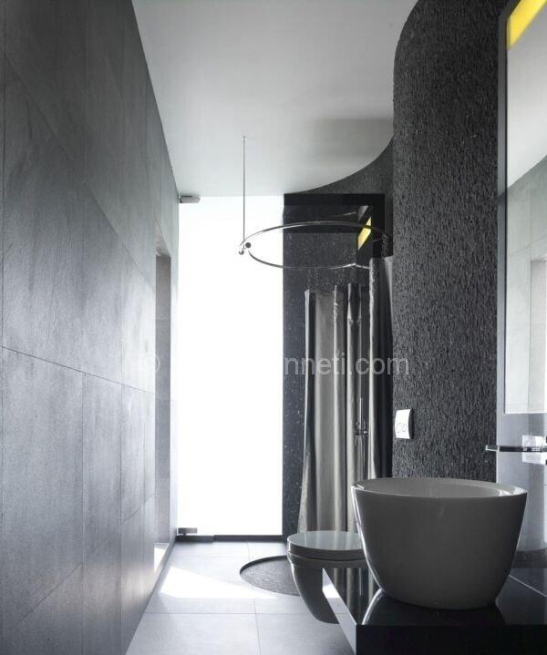 şık bir gri banyo dekorasyonu