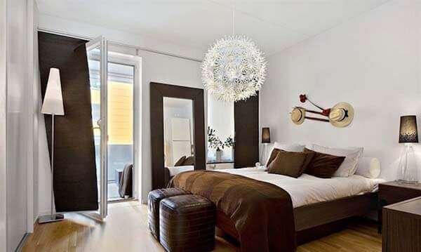 cok-sik-kahverengi-yatak-odasi-dekorasyonu