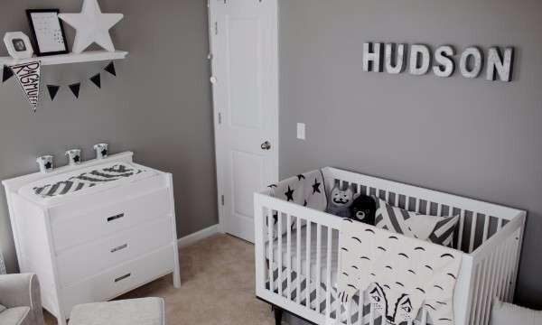 degisik-siyah-beyaz-bebek-odasi-takimlari