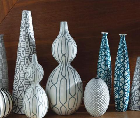 Beyaz seramik dekoratif vazo