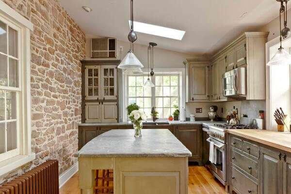 en-kullanisli-mutfak-dekorasyonunda-tas-kullanimi