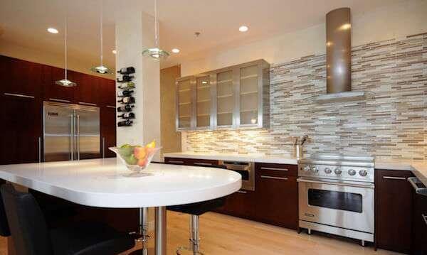 en-modern-mutfak-dekorasyonunda-tas-kullanimi