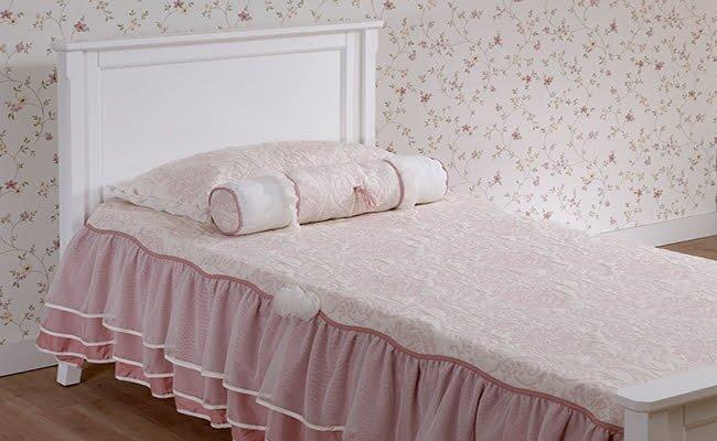 gosterisli genc kiz yatak ortusu modeli