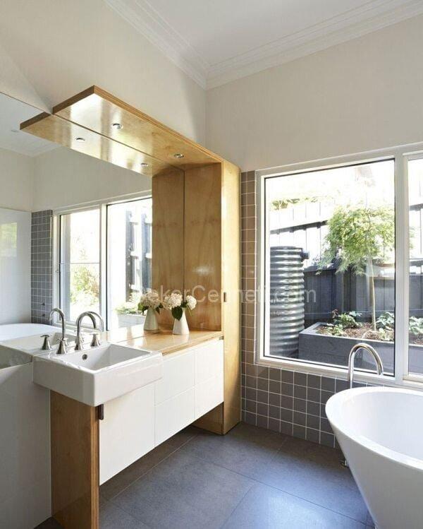 gri ve ahşap banyo dekorasyon örnekleri