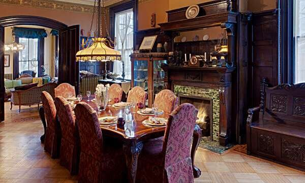 kilifli-klasik-yemek-odasi-takimlari
