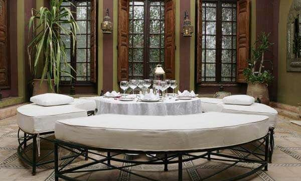 koltuklu-beyaz-yemek-odasi-takimlari
