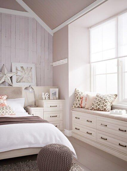 krem yatak odası dekorasyonu