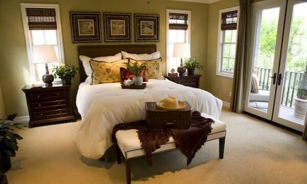 luks-kahverengi-yatak-odasi-dekorasyonu