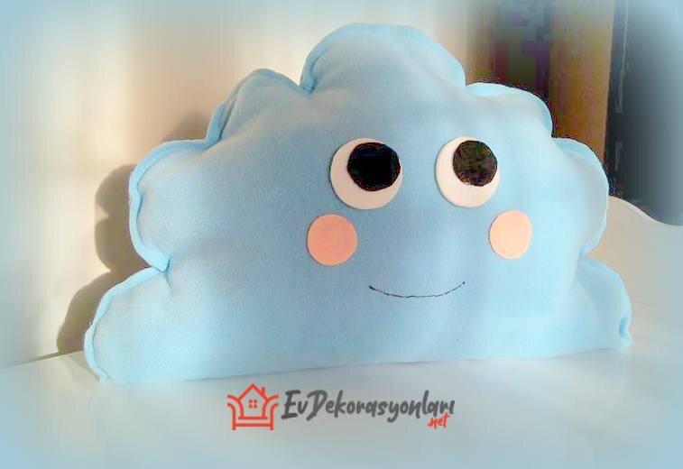 mavi polar kumastan bebek odasi bulut yastik modeli