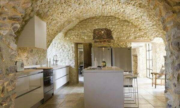 modern-mutfak-dekorasyonunda-tas-kullanimi