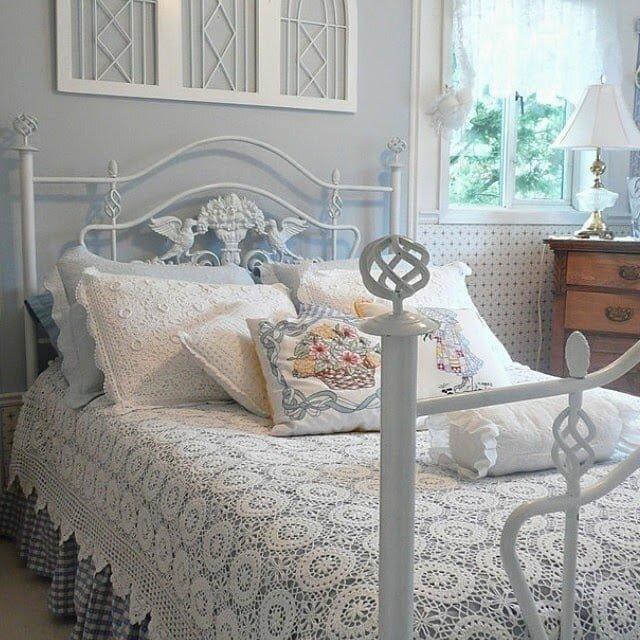 motif ornekli dantel yatak ortusu modeli