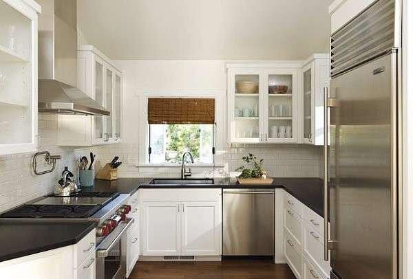 parlak-kare-mutfak-dekorasyonu-ornekleri