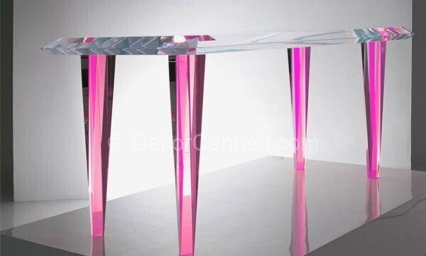 pembe ayaklı yemek masası