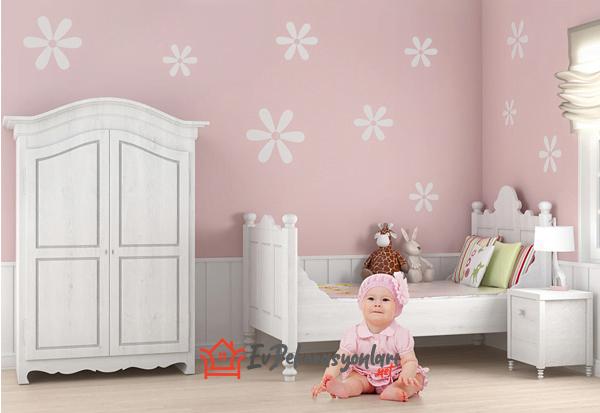 pembe beyaz cicekli bebek odasi duvar kagidi modeli