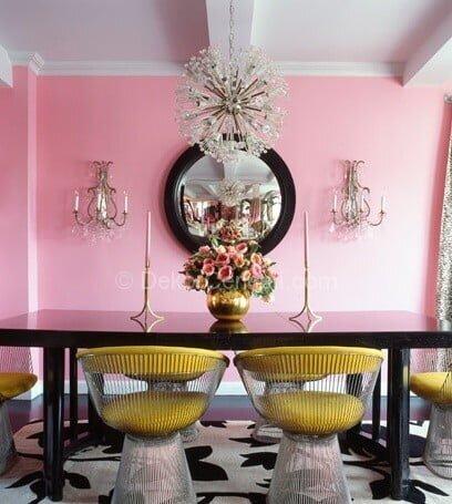 pembe duvarlı yemek odası dekorasyonu