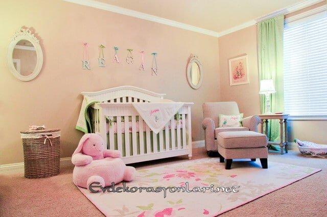 pembe kiz bebek odasi dekorasyonu