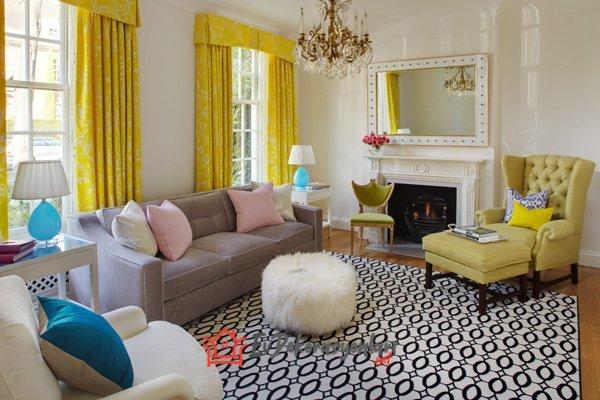 sari beyaz desenli oturma odasi perde modeli
