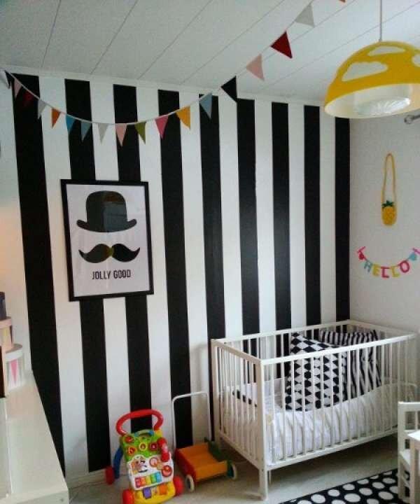 siyah-beyaz-renkli-bebek-odasi-takimlari
