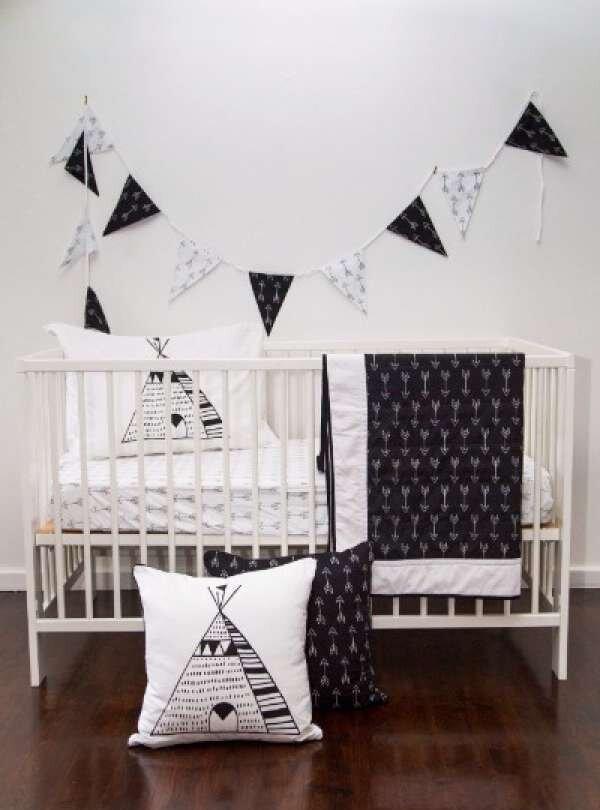 siyah-beyaz-suslu-bebek-odasi-takimlari