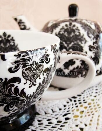 siyah desenli porselen cay seti