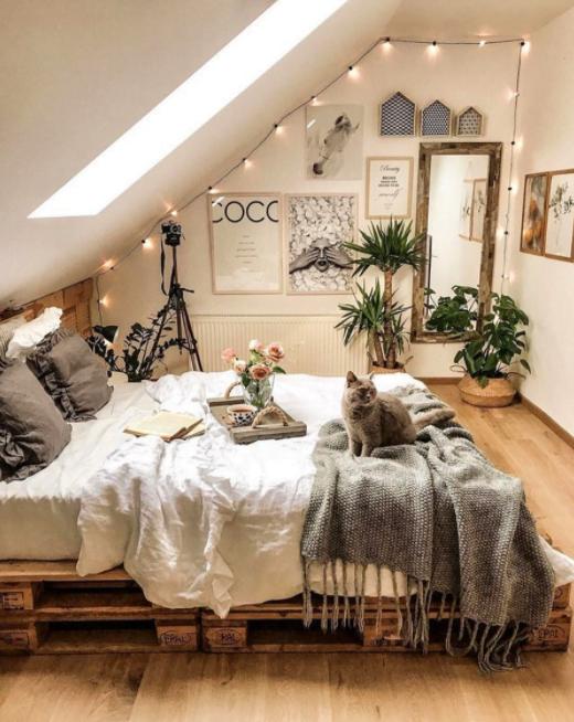 Tavan Arası Yatak Odası Dekorasyonu