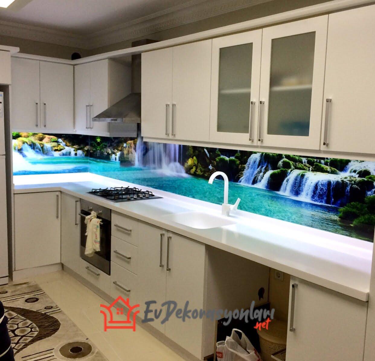 Mutfakta Tezgâh Arası Cam Modelleri Dekorasyonu