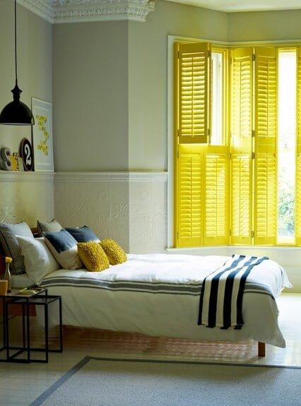 yatak odasında sarı renk kullanımı