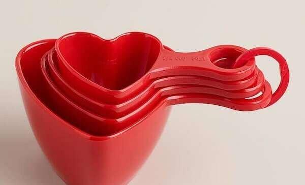 yeni-evlenenlere-romantik-mutfak-hediyesi-fikirleri